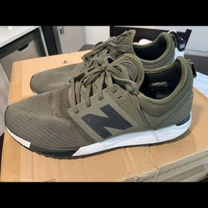 New Balance Green tennis shoes size 11